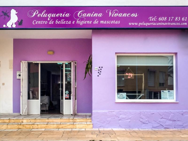 Entrada a Peluquería Canina Vivancos